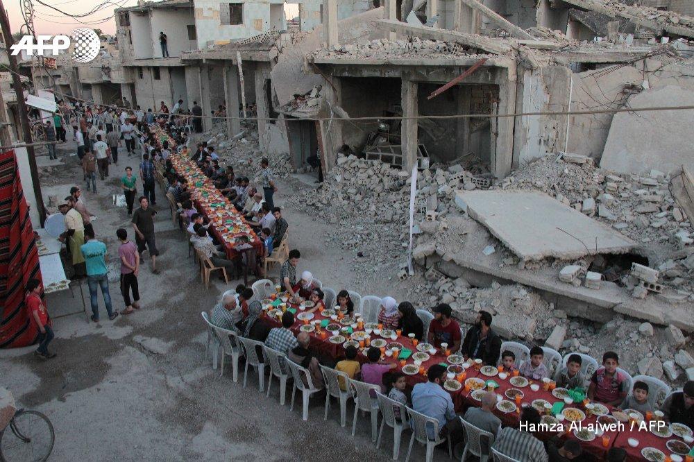 Ramadan meals among the ruins in Syria's besieged Douma
