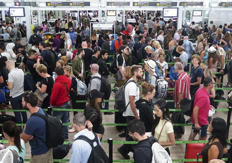 Police reduce effect of security strike at Barcelona airport