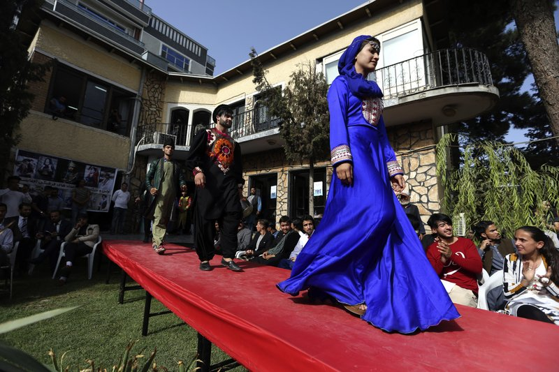 Kabul catwalk: Afghan models show off traditional clothing