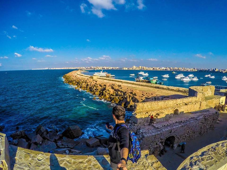 In photos: young Egyptian promotes tourism with selfies