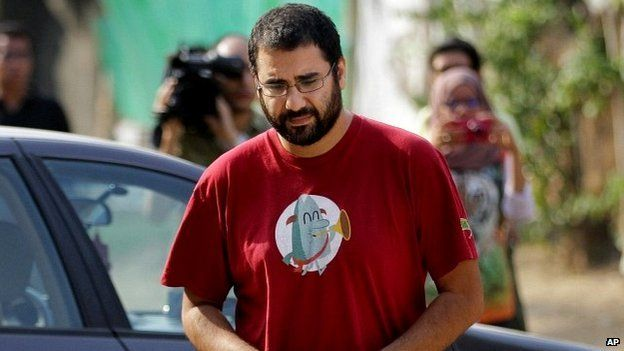 Judge withdraws from Alaa Abdel Fattah's appeal case, cites 'embarrassment'
