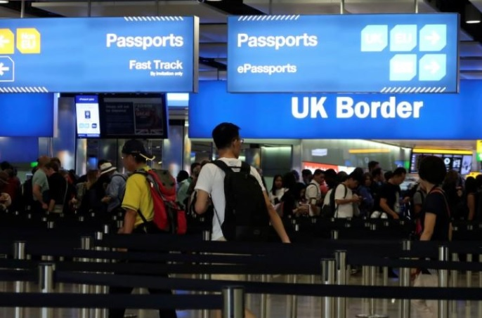Net UK migration falls by 106000 after Brexit vote