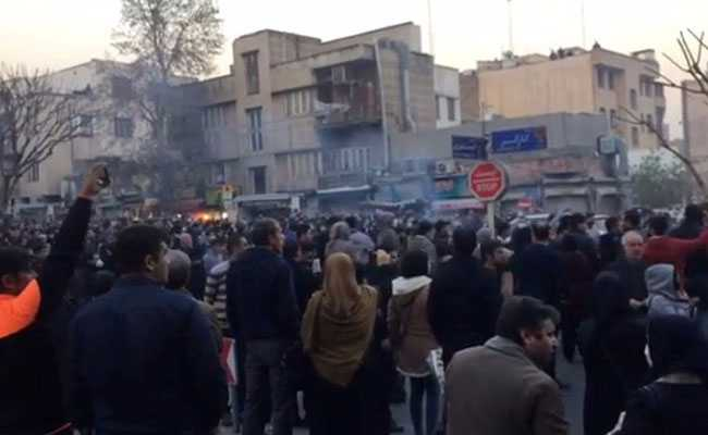 Iran hard-liners rally as new protests over economy…
